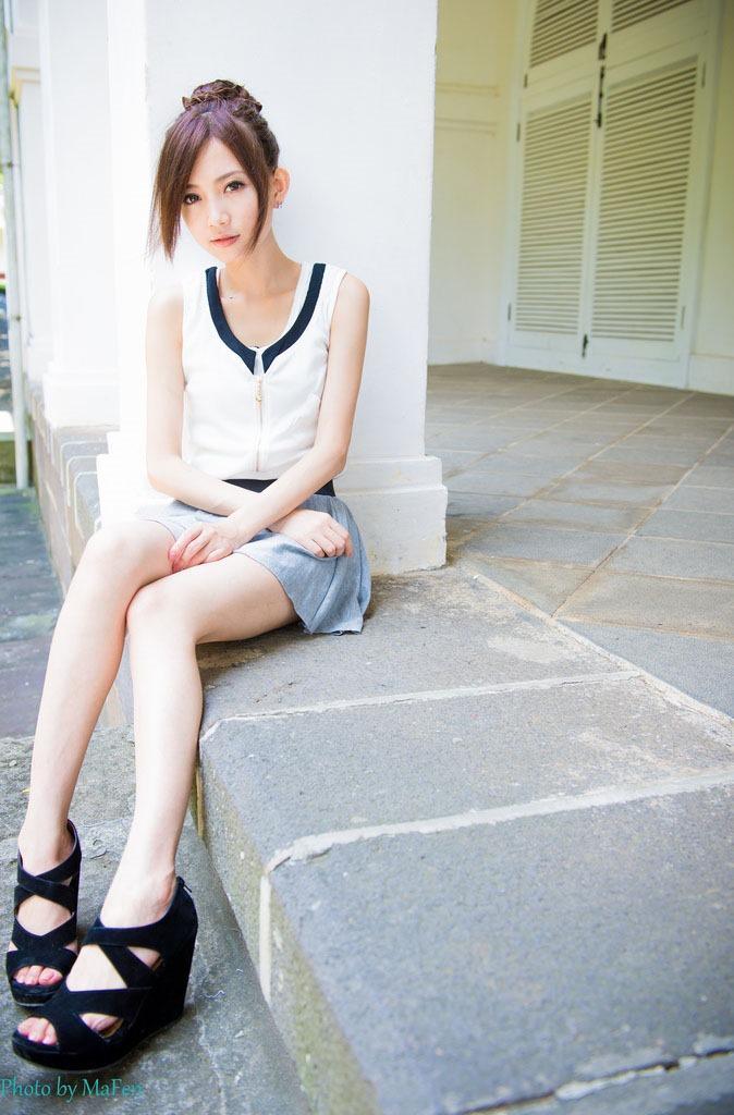 美しい脚のスベスベつるつるな画像です。細くて長くて色白の美しい脚はみんな大好きですよね♪https://t.co/u9IC57TyUH